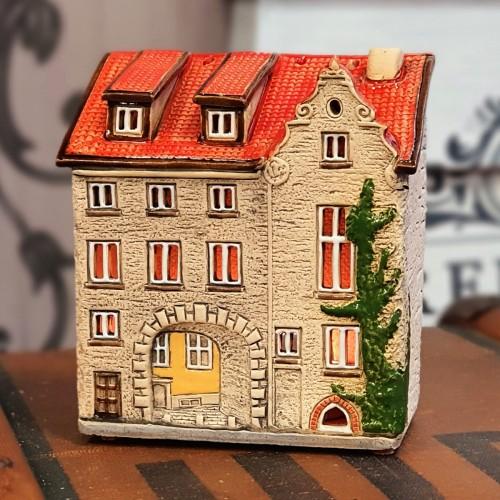 Rankų darbo keramikinis suvenyras namelis Švedų vartai, Ryga