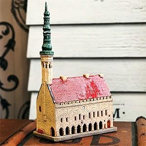 Rankų darbo keramikinis namelis žvakidė Talino rotušė