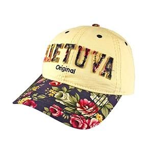 Smėlio spalvos moteriška kepurė nuo saulės su mėlynu gėlėtu snapeliu ir užrašu Lietuva