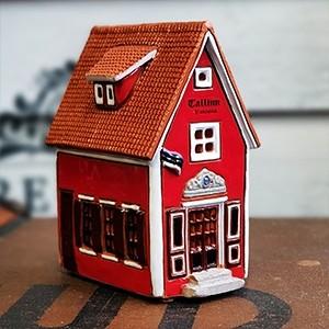 Rankų darbo keramikinis namelis-žvakidė Talinas