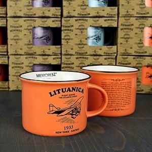 Mažas oranžinės spalvos suvenyrinis puodelis Lituanica su skrydžio istorija 150ml